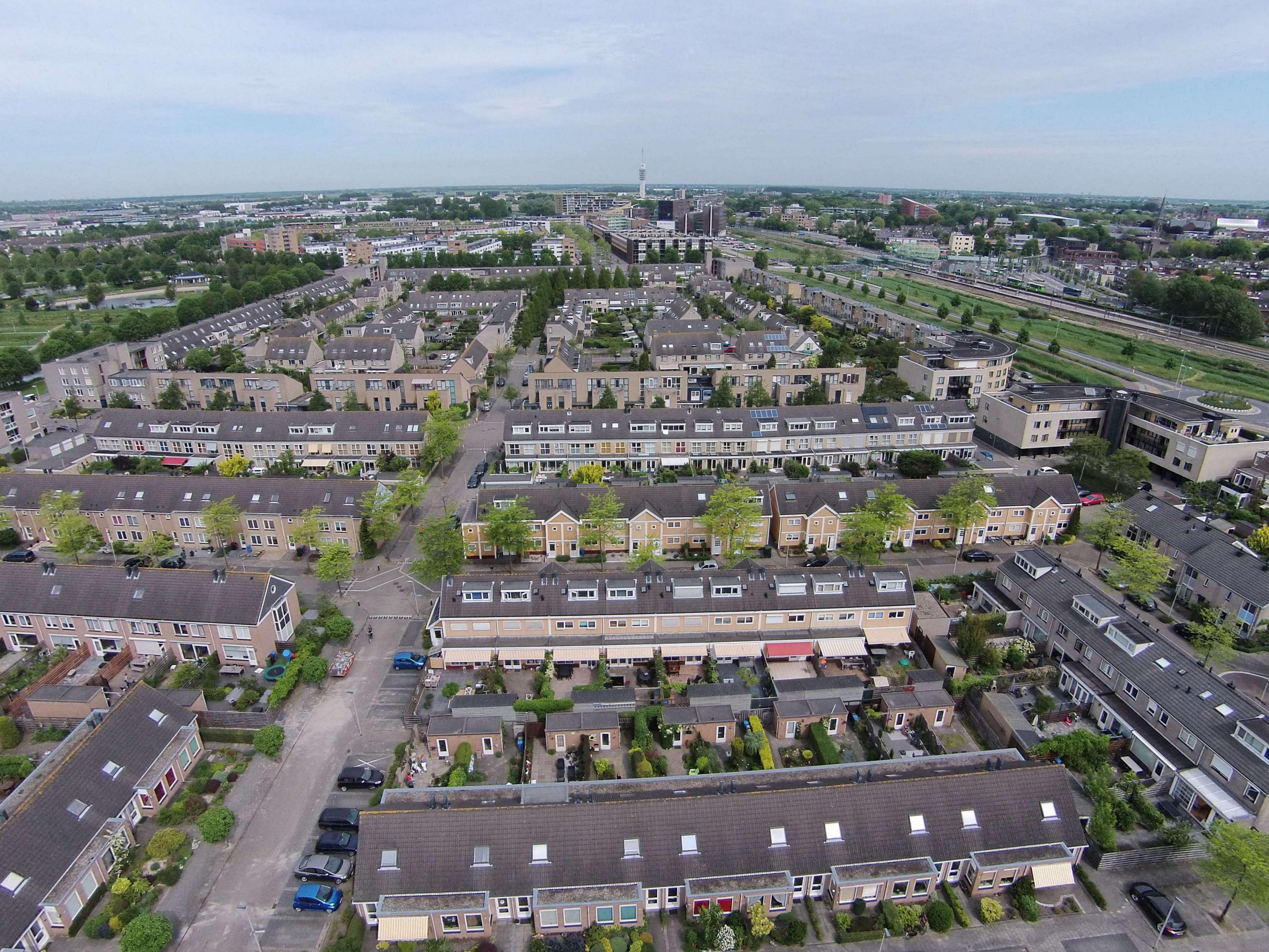 Uitzicht op de ptt toren het station luchtfotos - Uitzicht op de tuinman ...