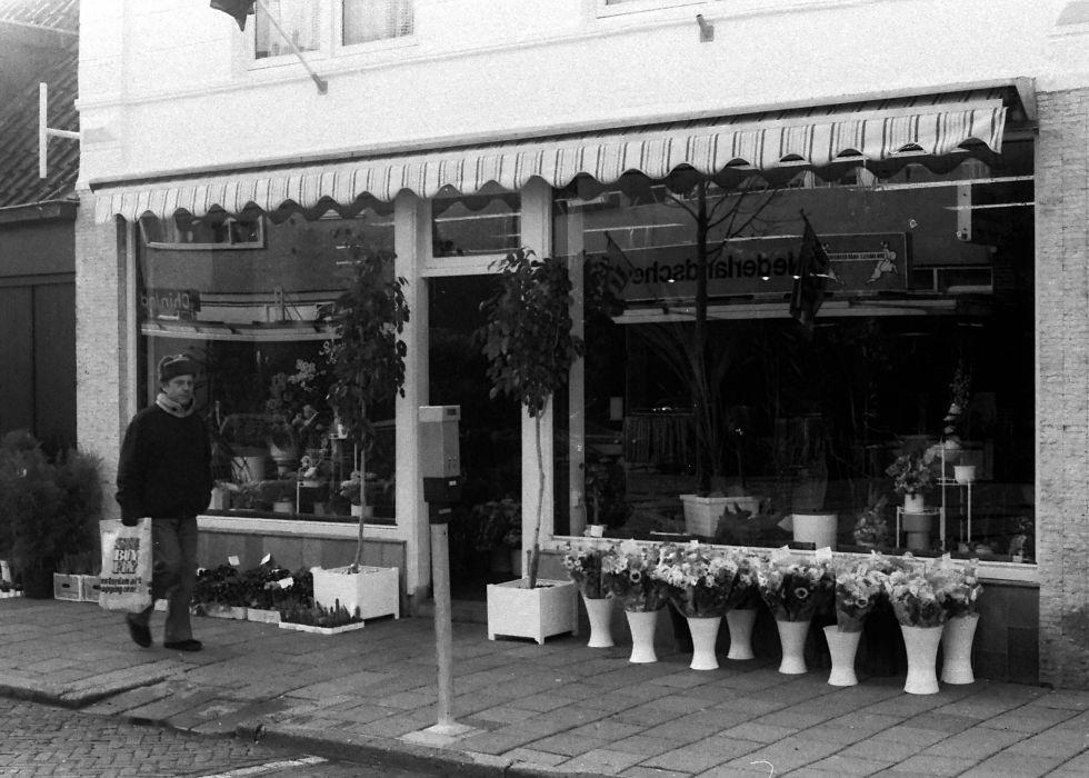 Hooftstraat 97, Bloemenzaak De Vos