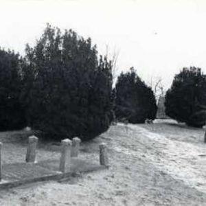 Grafstenen bij het Aarkanaal