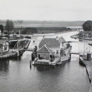Eilandje en bruggen bij Gouwsluis