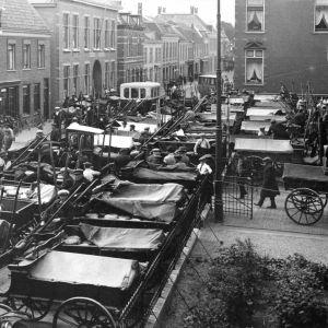 Kaasmarkt in de Julianastraat