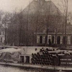Schipper op de Oude Rijn bij de Oudhoornsekerk