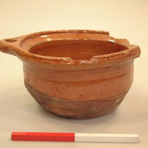 Roodbakkend geglazuurd aardewerk